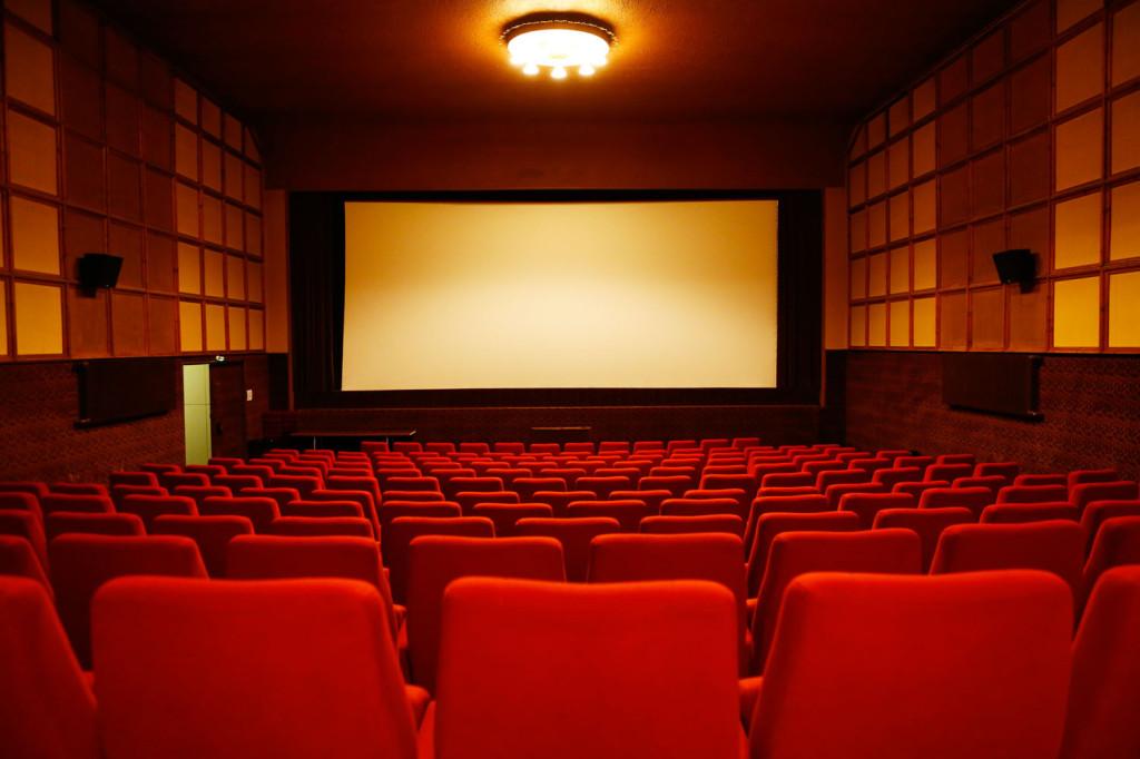 Kino-aulan valkokangas on samankokoinen kuin Nuijamiehen kangas.