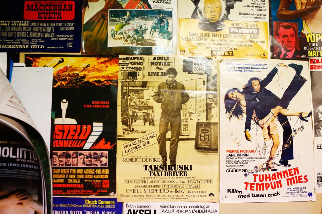 Kino-aulan toimiston seinä on täynnä klassikkoelokuvajulisteita eri vuosikymmeniltä.