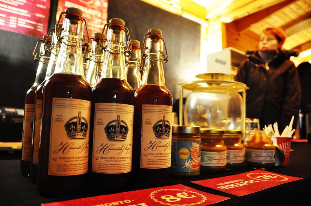 Hito hyvän suositut joulutuotteet ovat laajentuneet tänä vuonna artesaaniglögiin. Hito hyvä Hienostoglögi on mausteinen glögitiiviste, jonka resepti on kehitetty yhteistyössä Jani Hiltusen kanssa. 300 pullon erä on numeroitu kappaleittain.